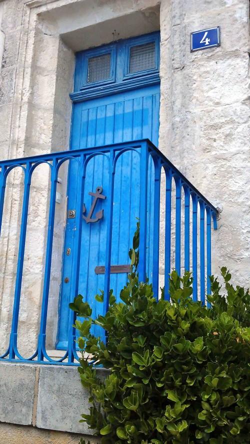 Blue door La Rochelle