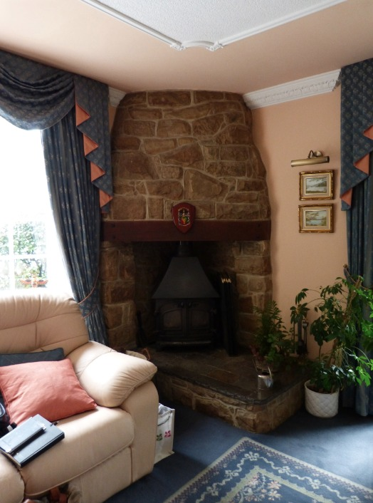The room before, chimney breast